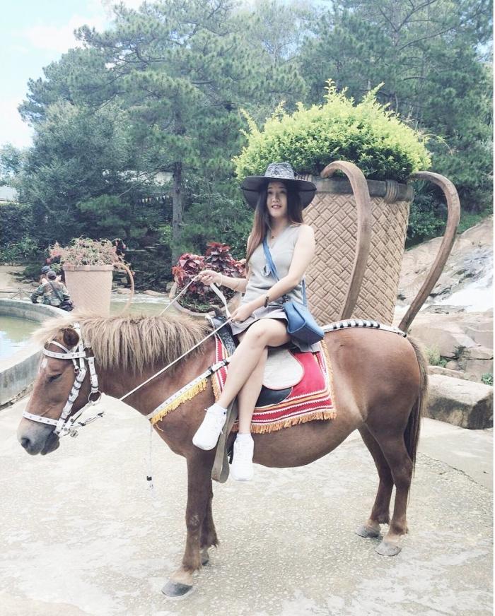 Cưỡi ngựa trong thác Cam Ly Đà Lạt