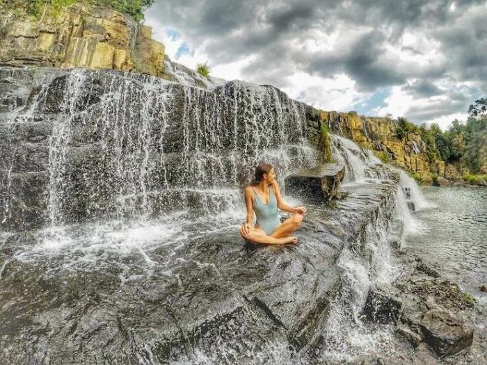 Chụp hình bên thác Pongour Đà Lạt